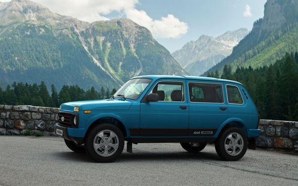 Autoa valmistetaan myös viisiovisena versiona.