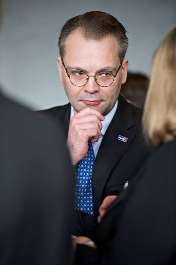 Jussi Niinistö ja perussuomalaiset jäivät miinakantoineen yksin hallitusneuvotteluissa.