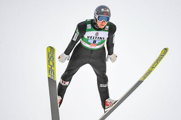 Jarl Magnus Riiber nappasi Lillehammerista maailmancup-voiton.