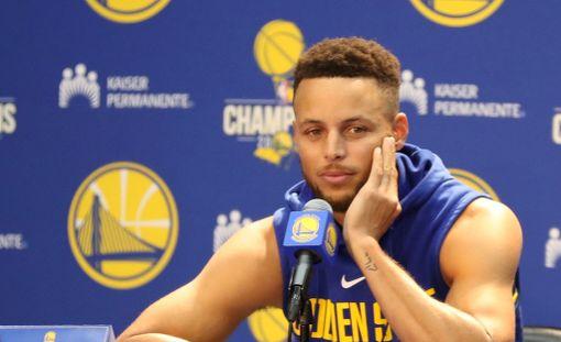 Stephen Curry menetti malttinsa.