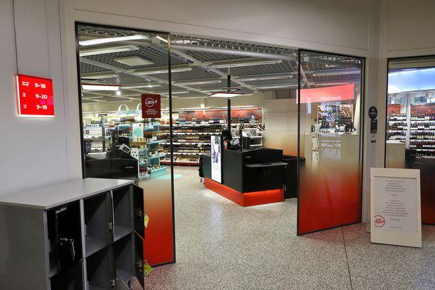 Lapin Alkojen asiakaskunta koostuu etenkin lomailijoista. Kuvituskuva Ivalon Alko-myymälästä.
