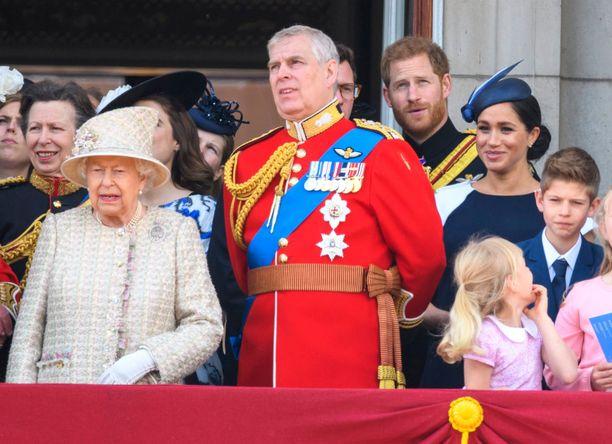 Kuningatar Elisabet on joutunut puuttumaan poikansa prinssi Andrew'n tekemisiin jo toista kertaa tällä viikolla.