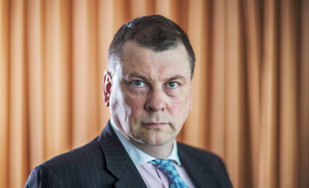 EK:n johtajan Ilkka Oksalan mukaan muiden perhevapaamallien ongelma on se, että niissä ei ole kiintiöity hoitojaksoja vanhempien välillä riittävän selkeästi.