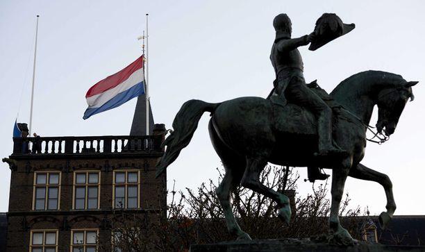 Alankomaiden lippu on puolitangossa Haagissa.