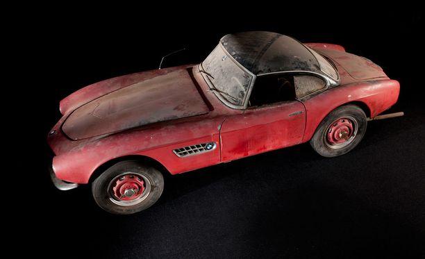 Elvis maalautti auton punaiseksi, jotta fanien huulipunaviestit eivät erottuisi.