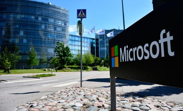 Kuvassa entinen Nokian pääkonttori Keilaniemessä, joka siirtyi Microsoftille.