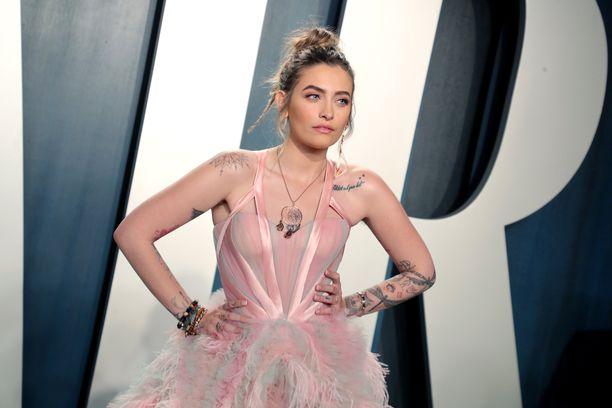 Paris Jackson on esiintynyt yleensä julkisuudessa huoliteltuna. Tässä hän edustaa helmikuussa 2020 Vanity Fairin Oscar-juhlissa.