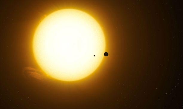 Taiteilijan näkemys siitä, miten Kepler-1625b ja sen kuu ovat menneet emotähtensä editse.