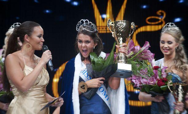 Tuore Miss Suomi tuuletti riehakkaasti kuultuaan voitosta.