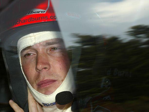 Vuoden 2001 maailmanmestari Richard Burns joutui vetäytymään viime hetkellä kauden 2003 päätösosakilpailusta. Kaksi vuotta myöhemmin hän menehtyi aivokasvaindiagnoosin seurauksena.