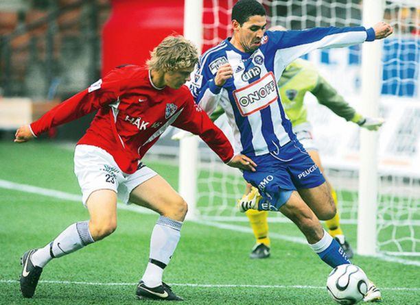 Farid Ghazi (oik.) piti Inter-puolustusta pilkkanaan.