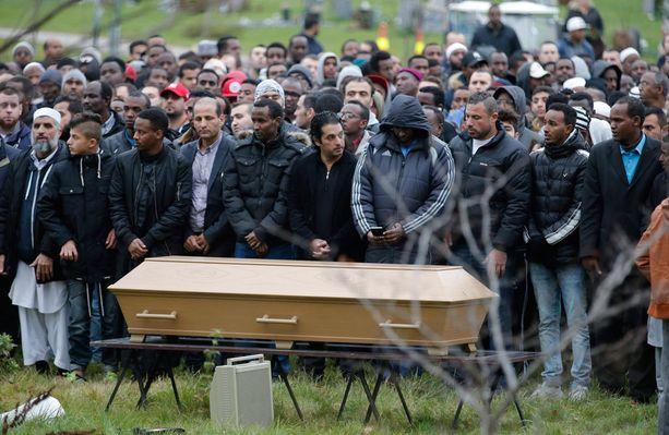 Rasisti-iskussa kuollut 15-vuotias Ahmed Hassan haudattiin viime viikolla Trolhättanissa. Murhaaja Lundin Pettersson valitsi uhrinsa ihon värin perusteella.
