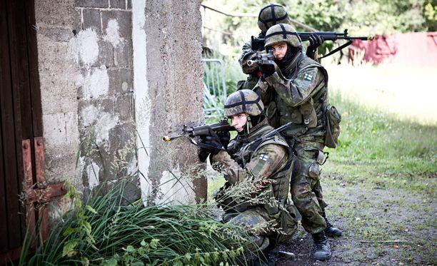 """Puolustusvoimain komentaja voi jatkossa päättää 25 000 reserviläisen kutsumisesta heti """"sotilaallisen valmiuden joustavaan kohottamiseen tarkoitettuun kertausharjoitukseen."""""""