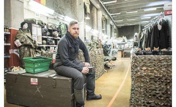 Varustelekan yrittäjä Valtteri Lindholm kritisoi kiinalaista verkkokauppaa Facebook-kirjoituksessaan.