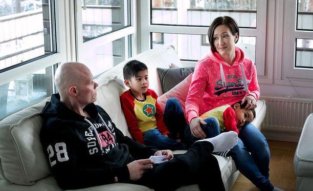 Lapualaisessa Lassilan perheessä on kaksi Filippiineiltä adoptoitua lasta.