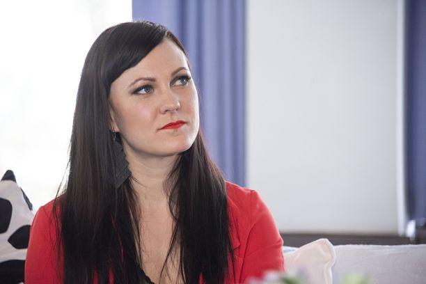 Mira Luoti kertoo erostaan Me Naiset -lehdessä, mutta ei mainitse sanakaan ex-parin lämpimistä väleistä.