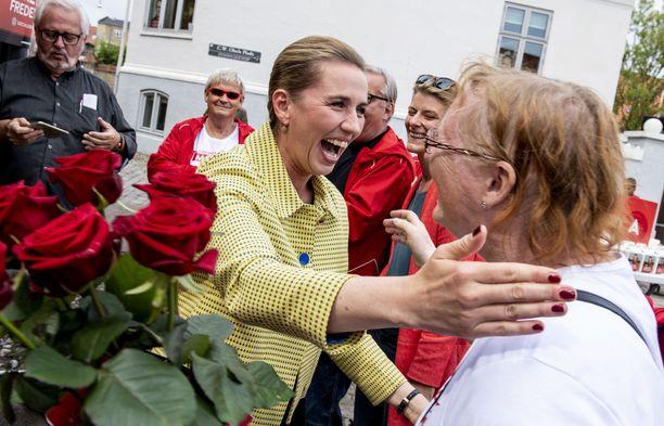 Puheenjohtaja Mette Frederiksen johdatti sosiaalidemokraatit parlamenttivaalien voittoon Tanskassa. Kuvassa Frederiksen kampanjoimassa Aalborgissa 5.6.2019.