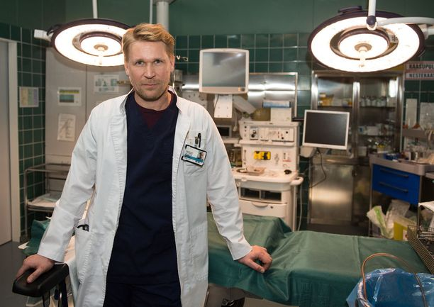 Matti Ristisen roolihahmo, anestesialääkäri Ilmari, on ohjelmassa uusioperheen isä.