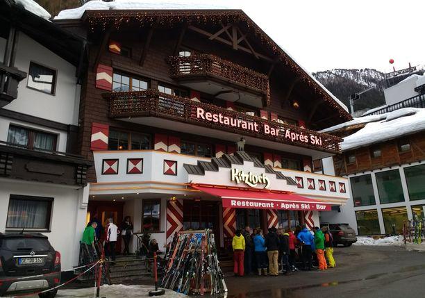 """Tämä suosittu after ski -baari on nimetty saksankielisessä mediassa """"viruslingoksi""""."""
