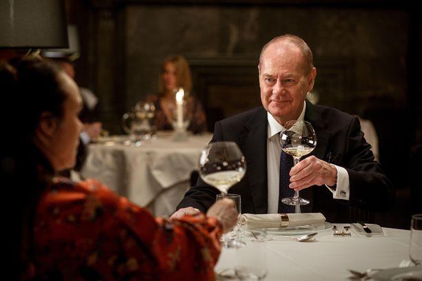 Peter Haber Martin Beckinä Epäilyksen tuolla puolen -elokuvassa.