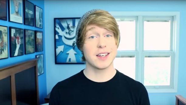 Austin Jones esittää kanavallaan omia ja muiden kappaleita.