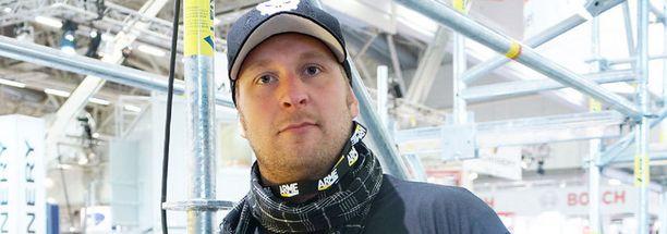 Heleniuksen aiempi vastustaja, Jarno Rosberg sairastui keuhkokuumeeseen.