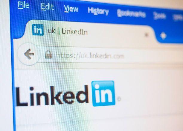 Linkedinissä voi verkostoitua ja muun muassa jakaa ansioluettelonsa.
