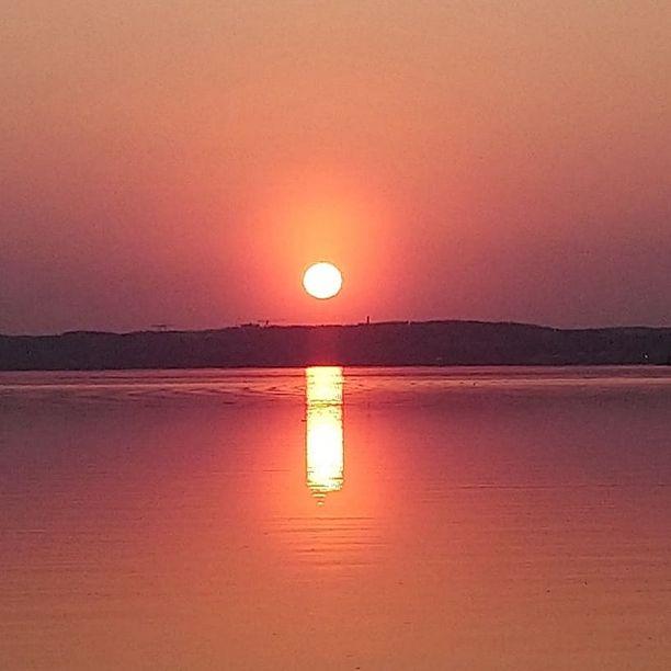 Suomessa on viime päivinä voinut havaita erityisen komeita auringonlaskuja.