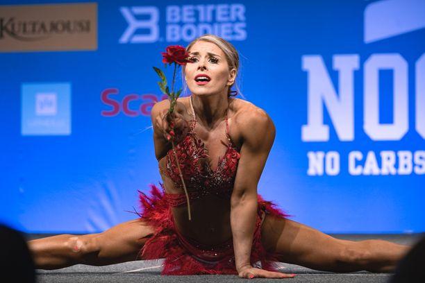Eveliina Tistelgren lavalla Nordic Fitness Expossa viime vuonna Lahdessa.