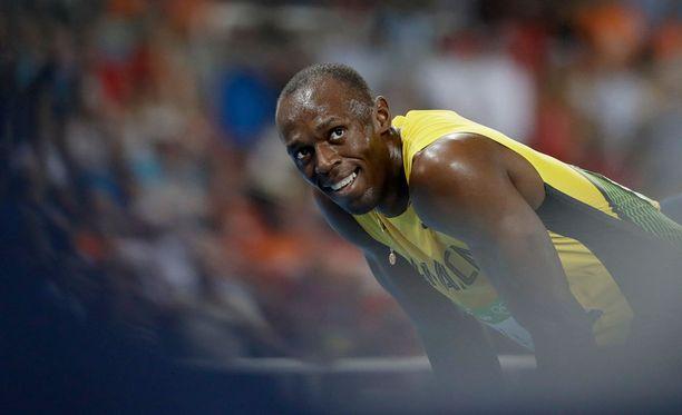 Usain Bolt eteni vaivattomasti finaaliin 200 metrillä.