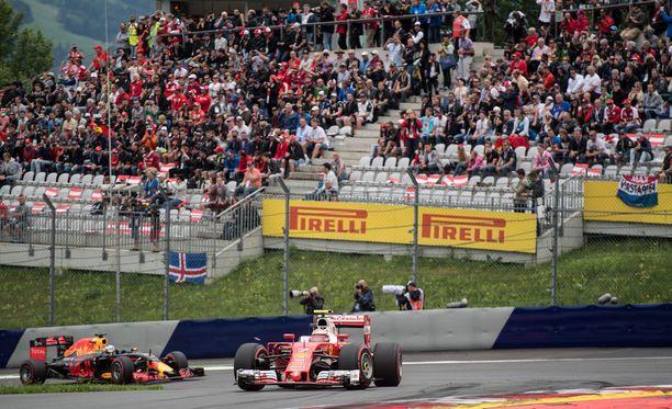 Kimi Räikkönen ohitti Red Bullin Daniel Ricciardon Itävallan GP:n lopussa.