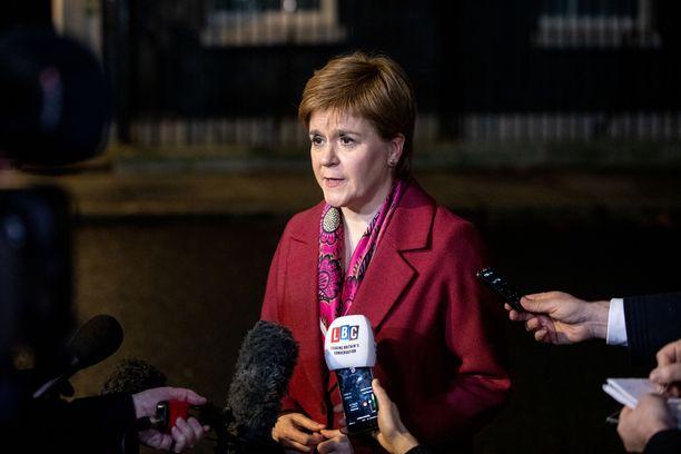 Skotlannin pääministeri Nicola Sturgeonin mielestä EU-erosta täytyy äänestää uudelleen.