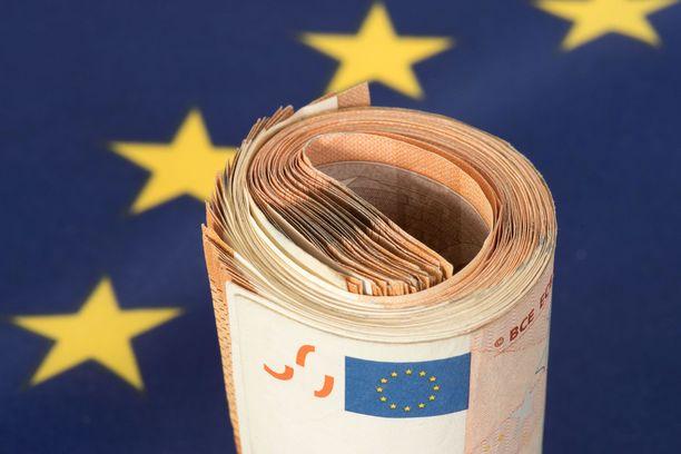 Ranska ja Saksa ovat ehdottaneet, että EU perustaisi 500 miljardin euron elvytysrahaston koronakriisistä aiheutuneiden kustannusten kattamiseksi. Ehdotuksen mukaan EU lainaisi rahat markkinoilta.