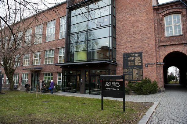 Useista lapsiin kohdistuneista seksuaalirikoksista epäilty mies on vangittu Tampereella.