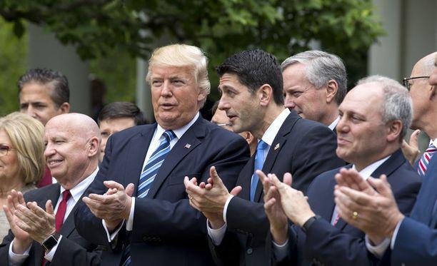 Yhdysvaltain presidentti Donald Trump ja edustajainhuoneen puhemies Paul Ryan.