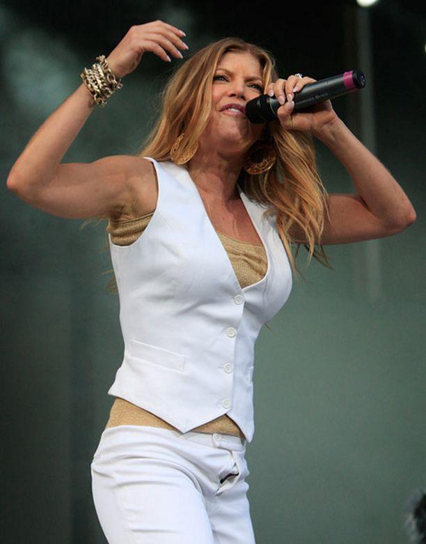 Moka tapahtui The Policen kiertueella, jossa Fergie toimii lämmittelijänä.