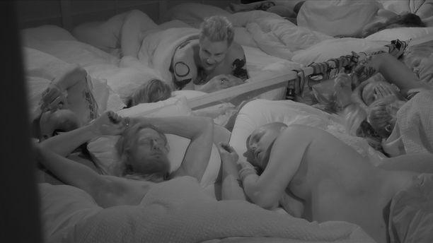 Big Brother -talossa nukutaan tiiviisti.