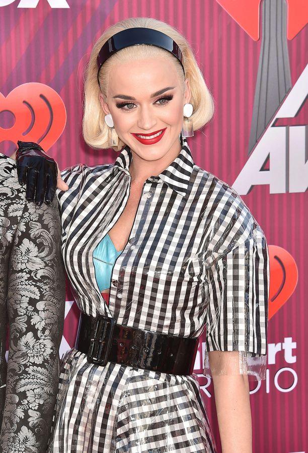 Orlando Bloom kosi Katy Perryä ystävänpäivänä 2019.
