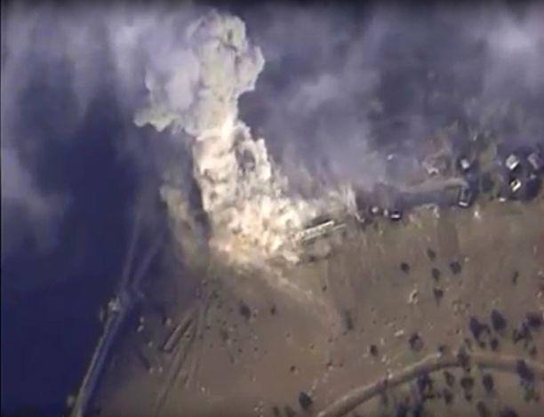 Venäjän julkaisema kuva Isisiä vastaan tehdyn ilmaiskun tuhosta.