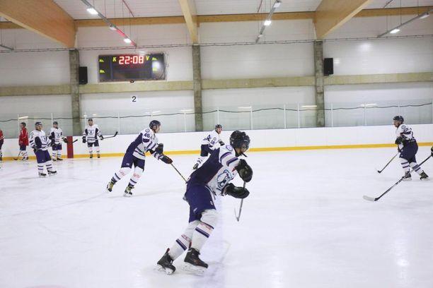 White Bears treenaa kahdesti viikossa Vuosaaren Aimo Mäkinen -areenalla.
