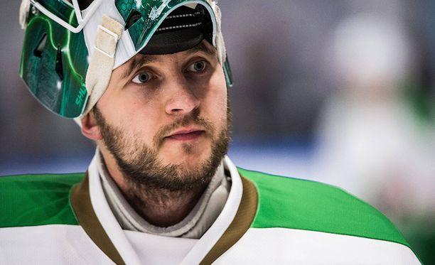 Ville Kolppanen sai kiekosta päähänsä treeneissä.
