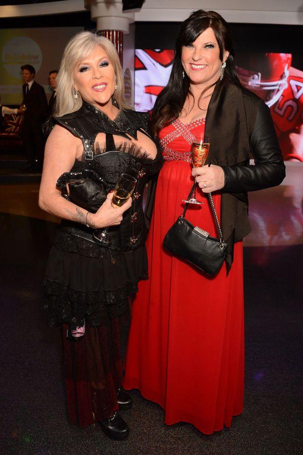 Samantha Fox ja Linda Olsen haluavat viettää loppuelämänsä yhdessä.