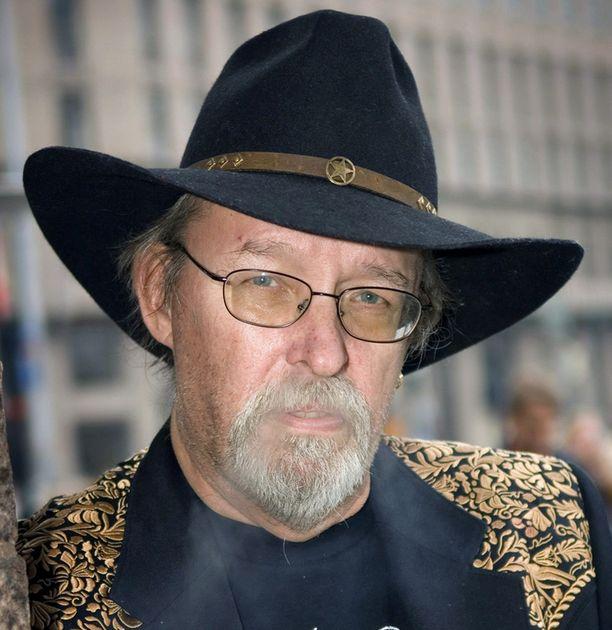 VAKAVA SAIRAUS Laulajalegenda Topi Sorsakoski sai viime perjantaina kuulla, että hänellä on keuhkosyöpä.