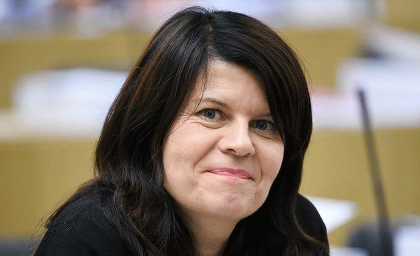 Outi Alanko-Kahiluoto ilmoitti joulukuun lopussa, ettei hän pyri vihreiden puheenjohtajaksi. Alanko-Kahiluoto väitti Helsingin Sanomille, ettei hänellä olisi mahdollisuuksia puheenjohtajakisassa, koska istuva puheenjohtaja Ville Niinistö tukee kisassa Emma Karia.