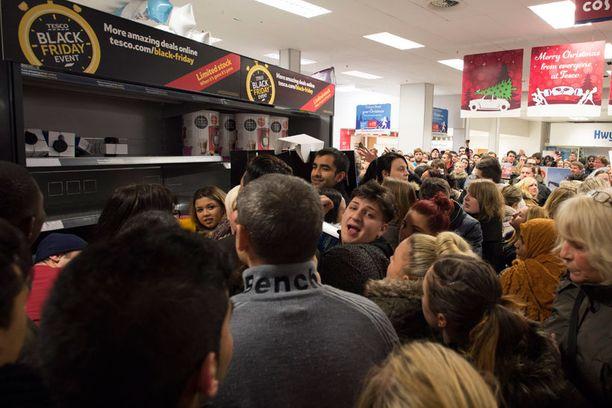Cardiffissa sijaitsevassa Tescossa tapeltiin tuotteista ja poliisit kutsuttiin paikalle.