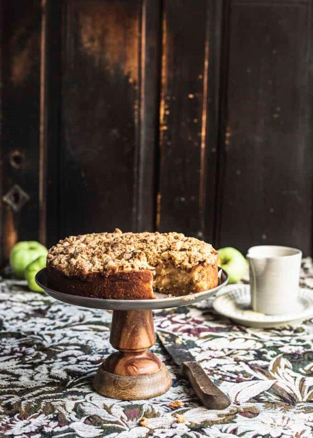 Omenakakun salaisuus on omenalajikkeessa ja marsipaanissa.