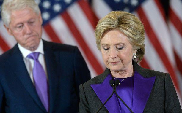 Vaalitappiota ruotiva kirja jätti juovan Clintoneiden suhteeseen väitetään.