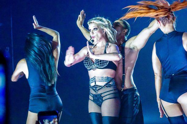Tälät Britney Spears näytti vuonna 2018 konsertissaan Tukholmassa.