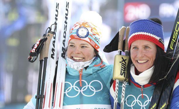 Krista Pärmäkoski ja Marit Björgen jakoivat kympin olympiapronssin Koreassa.