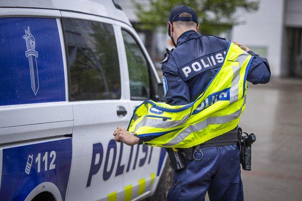 Asiaa tutkii aluesyyttäjä, koska kyse on poliisin toiminnasta. Kuvituskuva.